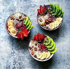 "464 gilla-markeringar, 15 kommentarer - Bahare - @healthy_belly (@healthy_belly) på Instagram: ""Mini Acai Bowls topped w/ Kiwi, Bananas, Strawberries, Coconut shreds & Crunchy nuts!👅💜 Enjoy your…"""
