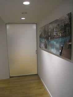 Vidreglass : Puerta Corredera (Cristal mate). Enmarcación perimetral. http://vidreglass.com