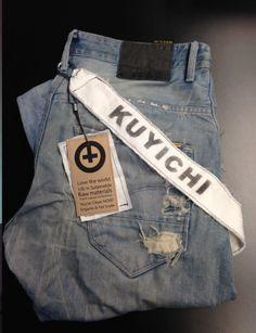 een label als broekriem die je na aankoop van de denim kunt gebruiken als Keycord.   een duurzaam label. Passend binnen de kernwaarden van het kledingmerk Kuyichi