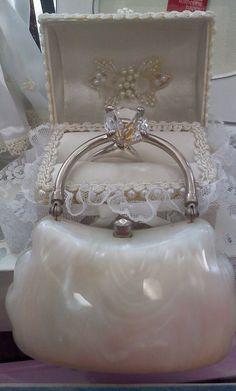 Vintage Handbags Trendy Women's Purses : Lucite purse - Trendy Women's Purses : Lucite purse Vintage Purses, Vintage Bags, Vintage Handbags, Vintage Items, Vintage Outfits, Vintage Shoes, Beaded Purses, Beaded Bags, Tote Handbags
