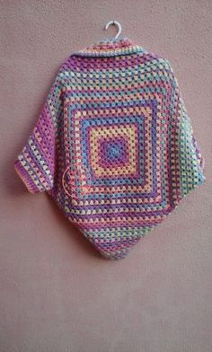 easy crochet jacket_back sideThis Pin was discovered by pat Crochet Bolero, Crochet Coat, Crochet Jacket, Freeform Crochet, Crochet Cardigan, Love Crochet, Diy Crochet, Crochet Clothes, Granny Square Häkelanleitung