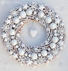 Are you looking for ideas for christmas wreaths?Browse around this site for very best Christmas inspiration.May the season bring you peace. Wreath Crafts, Xmas Crafts, Diy Wreath, Christmas Projects, Wreath Ideas, White Wreath, Bauble Wreath, Wood Wreath, Advent Wreath