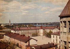 Hiljainen iltapäivä Helsingissä yli sata vuotta sitten. Lipastosta löytyneestä kuvasta otettu digitallenne.