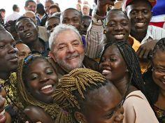 """No dia 9 de janeiro de 2003, no primeiro mês de governo do ex-presidente Luiz Inácio Lula da Silva, ele assinou a Lei 10.639/2003. Ela diz: """"O calendário escolar incluirá o dia 20 de novembro como …"""