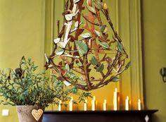Un lustre en branches de carton / A chandelier in cardboard branches