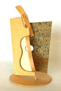 Boceto - Guitarra II • Cartón y corcho • 12 X 12 X 20 CM