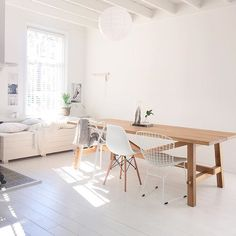 Get To Know Everything About This Minimalist Dining Room Decor! Ikea Dining Room, Dining Room Lighting, Dining Room Design, Home Living Room, Living Room Furniture, Living Room Decor, Skogsta Ikea, Minimalist Dining Room, Table And Chairs