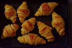 Bögrés kefires kiflik | Rupáner-konyha Quick Meals, Sushi, Cupcake, Ethnic Recipes, Food, Drinks, Confidence, Fast Meals, Drinking