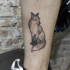 Tatuagem criada por Sy Gov (sygovtattoo) de Jundiaí. Blackwork, Fox Tattoo, Pc Games, Mini, Tattoo Ideas, Animals, Book, Fox Tattoos, Tattoo
