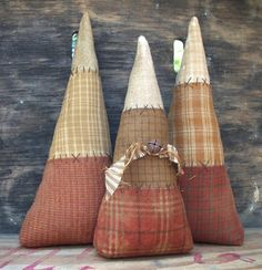 Primitive Halloween Candy Corn Sitters by thewoodedlake on Etsy Halloween Quilts, Halloween Doll, Fall Halloween, Halloween Crafts, Halloween Candy, Rustic Halloween, Halloween 2018, Halloween House, Halloween Ideas