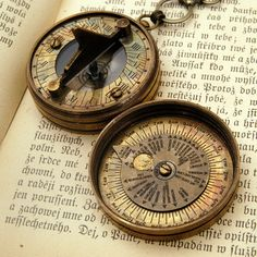totally loovvvve this vintage sun dial necklace