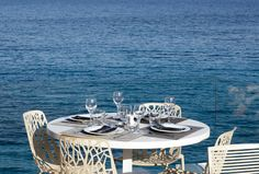 Fine dining on the Athenian Riviera. Read about where to relax and have the best sea views in Athens on www.lipglossandcoffee.com