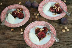 Ik heb weer een recept van een lekker toetje voor je, perfect voor deze tijd van het jaar. Geroosterde vijgen, die overgiet je met een kruidige zoetzure siroopop basis van granaatappelmelasse (in...