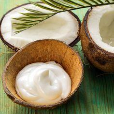 DIY-Rezept für selbst gemachte Kokosöl Lippenpflege mit nur 4 Zutaten - macht die Lippen samtig und weich ...