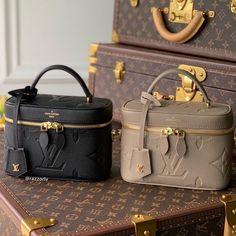 Designer Travel Bags, Womens Designer Bags, Fashion Handbags, Fashion Shoes, Workwear Fashion, Cute Bags, Luxury Bags, Beautiful Bags, Black Handbags