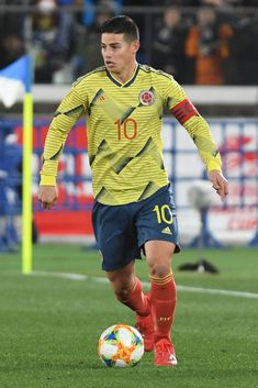YOKOHAMA, JAPAN - MARCH James Rodriguez of Colombia in action during the international friendly match between Japan and Colombia at Nissan Stadium on March 2019 in Yokohama, Kanagawa, Japan. (Photo by Masashi Hara/Getty Images) Football Icon, Best Football Players, Girls Football Boots, Football Boys, James Rodriguez, Nissan Stadium, James 10, Thomas Muller, Messi And Ronaldo