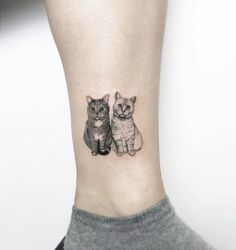 Double Tuxedo Cat & White Kitty Ankle Leg Tattoo Ideas for Women - tatuaje de to. - Double Tuxedo Cat & White Kitty Ankle Leg Tattoo Ideas for Women – tatuaje de tobillo pequeño ga - Kunst Tattoos, Bild Tattoos, Body Art Tattoos, Sleeve Tattoos, Ankle Tattoos, Tattoos On Ribs, Buddha Tattoos, Trendy Tattoos, Small Tattoos