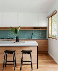 Examine this important graphics and also visit the here and now tips on Small Kitchen Design Kitchen Interior, Kitchen Room, Kitchen Remodel, Kitchen Decor, Kitchen Dining Room, Home Kitchens, Kitchen Layout, Kitchen Renovation, Kitchen Design