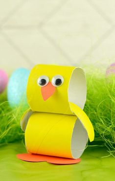 ein Küken basteln aus Toilettenpapierrollen, Googly Augen und orange Schnabel make a chick out of toilet paper rolls, googly eyes and orange beak Easter Crafts For Kids, Christmas Crafts For Kids, Toddler Crafts, Preschool Crafts, Holiday Crafts, Diy And Crafts, Arts And Crafts, Paper Crafts, Toilet Paper Roll