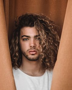 curly hair inspiration / men with curly hair / curly hair for men / long curly hair / long hair men / free the curls / rizos / cachos / cabelo cacheado masculino / inspiração