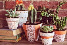 DIY vasos de baro decoração renda suculentas e cactos
