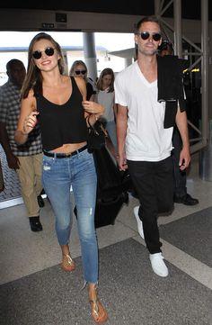 Miranda Kerr et Evan Spiegel arrivent à l'aéroport de Los Angeles