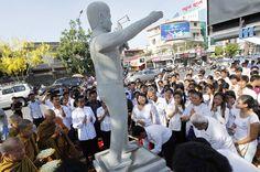 Cambodia unveils statue of slain union leader