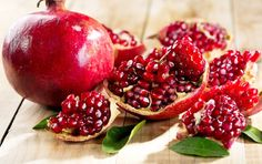 Punica Granatum Seeds, Pomegranate Edible Fruit Shrub Tree Bonsai Hey, I found this really a Pomegranate Health Benefits, Pomegranate Peel, Eating Pomegranate, Pomegranate Pictures, Pomegranate Smoothie, Valeur Nutritive, Superfoods, Kiwi, Vitamins