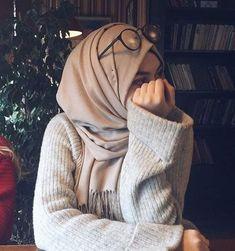 Love her style, Mashallah – Hijab Club Stylish Hijab, Casual Hijab Outfit, Hijab Chic, Arab Girls Hijab, Muslim Girls, Muslim Women, Hijabi Girl, Girl Hijab, Hijab Fashion Inspiration