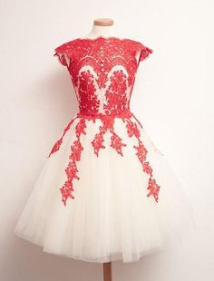 AHC170 New Arrival Square Neck Light Champagne Tulle with Red Lace Appliqued Homecoming Dress