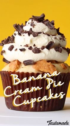 Vanilla cake with bananas at the bottom, custard centre and freshly whipped cream on top with chocolate shavings. Gourmet Cupcakes, Cupcake Recipes, Baking Recipes, Dessert Recipes, Fancy Cupcakes, Yummy Cupcakes, Cupcake Ideas, Cream Pie, Whipped Cream