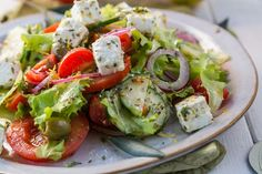 Does it get any more flavorful and healthy than this Healthy Greek Salad? #greeksalad #healthysalads
