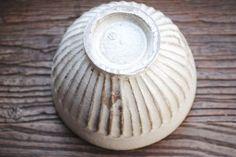 藤原加寿子「しのぎめし碗(白」、底の部分です