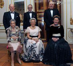 Les souverains de Norvège, les soeurs d'Harald et leurs époux