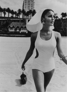 It's The Pictures That Got Small ... Sharon Tate, 1960s Fashion, Vintage Fashion, Net Fashion, Veronica Lake, Bikini, Norma Jeane, Bathing Beauties, Mode Vintage