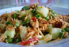 Trancam merupakan makanan khas Jawa yang terbuat dari timun, kacang panjang, dan juga toge mentah. Yuk simak resep trancam tersebut di sini