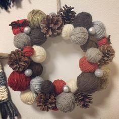 毛糸の余りを利用して毛糸玉のクリスマスリースを作りましたぁ!!