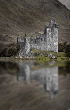 Kilchurn Castle ~ is a ruined and century structure on a rocky peninsula at the northeastern end of Loch Awe, in Argyll and Bute, Scotland. Access to the Castle is sometimes restricted by higher-than-usual levels of water in the Loch. by jolene Beautiful Castles, Beautiful Buildings, Beautiful Places, Amazing Places, Scotland Castles, Scottish Castles, Scotland Uk, Castle Ruins, Medieval Castle