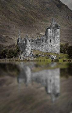 Kilchurn Castle, Scotland pic.twitter.com/84hUSUj8QO