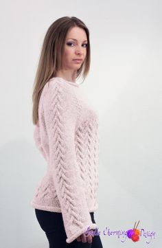 Neptune knitted with two strands of Thin Alpaca, no. 172. Elegant and comfortable sweater with cables. Pattern in Norwegian.