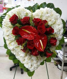 Funerario Corazon con rosas y anturios