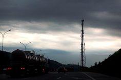 #Estrada - #Street - #Céu - #Sky (Todos os Direitos Reservados)