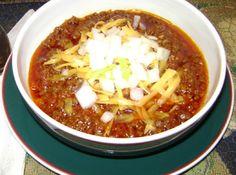 Texas Chili Recipe-Just a Pinch Blue Ribbon winner! What's a Superbowl w/o Chili? Chili Recipes, Mexican Food Recipes, Soup Recipes, Great Recipes, Dinner Recipes, Cooking Recipes, Favorite Recipes, Jason's Deli Chili Recipe, Wisconsin Chili Recipe