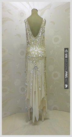 Gorgeous 20s style wedding dress | VIA #WEDDINGPINS.NET