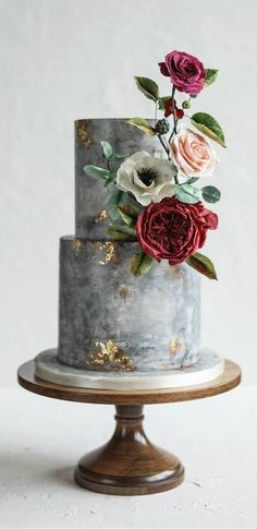 The Prettiest & Unique Wedding Cakes We've Ever Seen Need some inspiration for your cake design? Which style of cake should you choose? What should it taste like? The wedding cake style will. Pretty Wedding Cakes, Black Wedding Cakes, Elegant Wedding Cakes, Elegant Cakes, Wedding Cake Designs, Pretty Cakes, Beautiful Cakes, Amazing Cakes, Wedding Themes