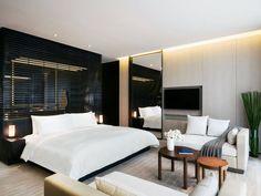 深色的柵欄牆將居室和浴室分隔,呈現了愉悅的視覺對比(圖片來源:博舍官網)