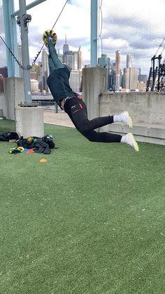 Soccer Player Workout, Soccer Practice Drills, Football Coaching Drills, Soccer Training Drills, Goalkeeper Training, Soccer Workouts, Soccer Guys, Messi Soccer, Soccer Goalie