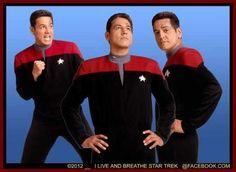 Commander Chakotay - Robert Beltran - Publicity Photo Star Trek Jokes, Robert Beltran, Cast Images, Kate Mulgrew, Star Trek Original Series, Sci Fi Tv, Star Trek Universe, Star Trek Voyager, Spock