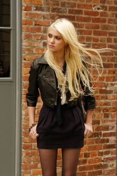"""""""They Shoot Humphrey's, Don't They"""" Pictured: Taylor Momsen as Jenny Photo Credit: Giovanni Rufino / The CW 2009 The CW Network, LLC. All Rights Reserved. Gossip Girls, Gossip Girl Outfits, Gossip Girl Fashion, Gossip Girl Jenny, Estilo Taylor Momsen, Taylor Michel Momsen, Jenny Humphrey, Taylor Momson, Chuck Bass"""