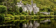 Kylemore Abbey – the incredible story of an Irish castle on a lake – 5-Minute History